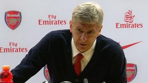 Arsenal sa thai Arsene Wenger Nen hay khong hinh anh 2