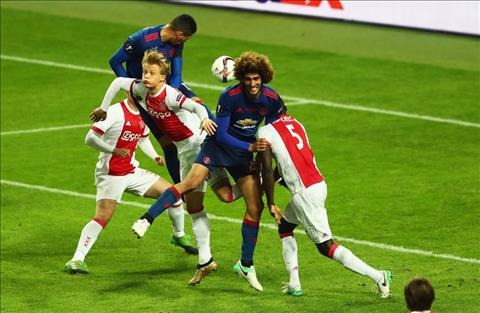Du am Ajax 0-2 MU Tinh than Manchester khong chet! hinh anh