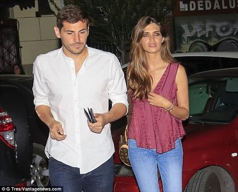 Iker Casillas thap tung vo dep di an toi  hinh anh 2