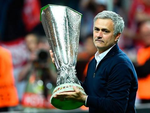 Jose Mourinho gui ke hoach chuyen nhuong cho GD Ed Woodward ngay sau chuc vo dich.