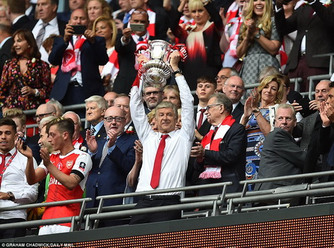 Arsene Wenger to ra rat tu hao khi vo dich FA Cup.