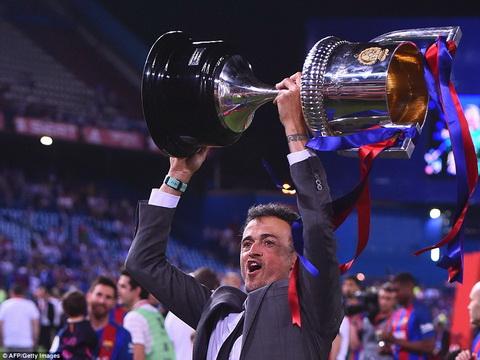 Luis Enrique no nu cuoi man nguyen, Barcelona thi khong hinh anh
