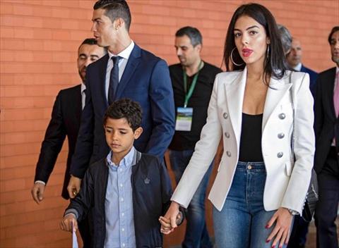 Ro tin don ban gai Ronaldo dang mang thai hinh anh