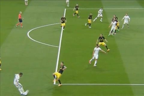 Ban mo ty so cua Ronaldo tran Real 3-0 Atletico duoc ghi trong the viet vi hinh anh