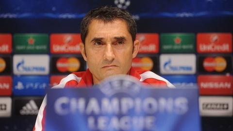 Ernesto Valverde se tiep quan chiec ghe nong do Luis Enrique de lai.
