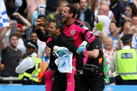 HLV Huddersfield dung quan he ep Klopp nha nguoi hinh anh