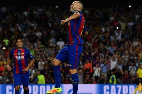 Iniesta thua nhan kha nang chia tay Barcelona hinh anh