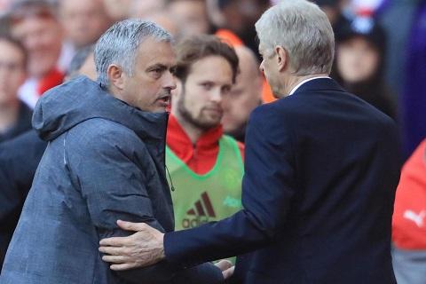 Mourinho lai mia mai Wenger day tham thuy hinh anh