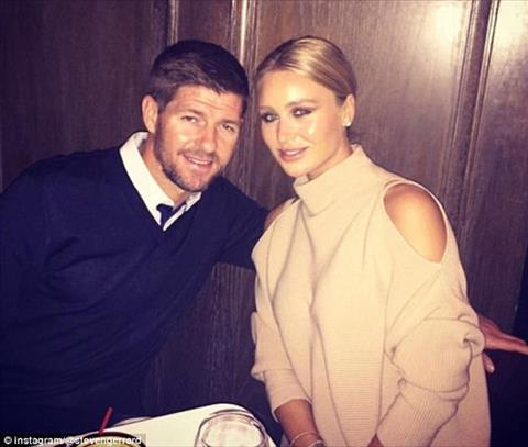Steven Gerrard lan dau khoe anh con trai giong bo hinh anh