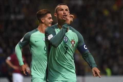 Latvia 0-3 BDN Show dien cua Ronaldo hinh anh 2