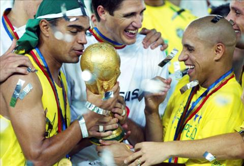 Roberto Carlos la thanh vien tuyen Brazil vo dich World Cup 2002. Anh: Getty Images.