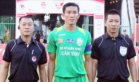 Trung ve Chi Cong bi cam 3 tran vi da xau tuyen thu U20 Viet Nam hinh anh