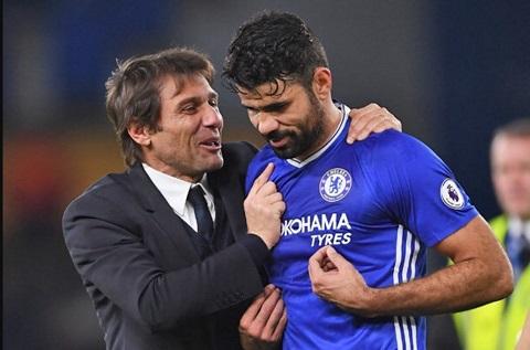Huyen thoai MU chi trich Conte doi xu khong ra gi voi Diego Costa hinh anh