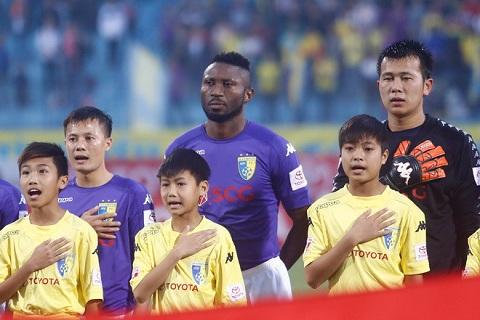 CHINH THUC CLB Ha Noi don vien binh truoc tran ra quan o V-League 2018 hinh anh