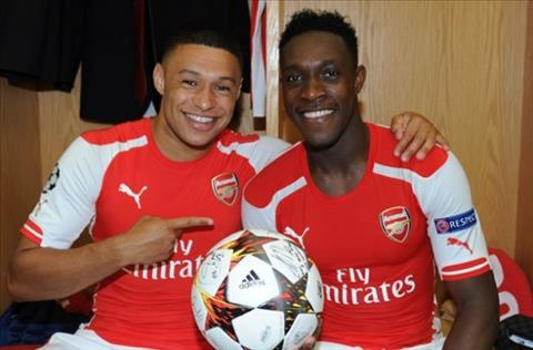 Ve phe Chamberlain, Welbeck khien Wenger buon long hinh anh