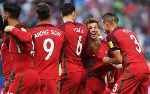 Bo Dao Nha 2-2 Mexico Cris Ronaldo, Chicharito va VAR hinh anh 2