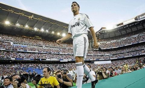 Cris Ronaldo la hat nhan trong ban ke hoach Galaticos 2.0 cua Florentino Perez.