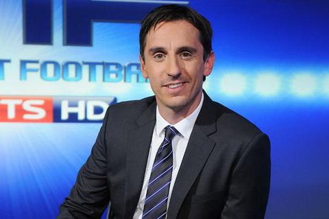 Gary Neville bảo vệ HLV Unai Emery của Arsenal bị mỉa mai làm màu hình ảnh