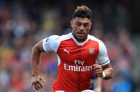 Arsenal chi nha tien ve Chamberlain neu co Matic hinh anh
