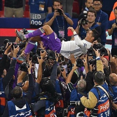 Real Madrid Cuoc hen voi lich su! hinh anh 2