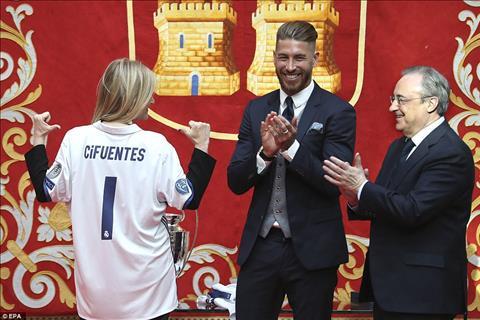 Nu thong doc Madrid - Cristina Cifuentes la mot fan nhiet thanh cua Real