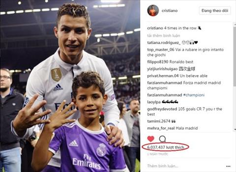 Sieu sao Ronaldo cat toc mung vo dich Champions League hinh anh 2