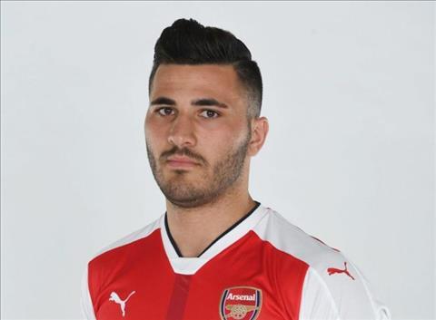 Tan binh Kolasinac gai dung cho ngua cua Arsenal hinh anh