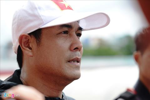 HLV Huu Thang Cau thu U20 Viet Nam du tam khoac ao DTQG hinh anh