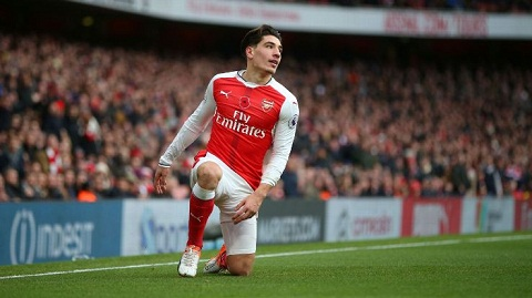 Monreal hy vong hau ve Bellerin se o lai Arsenal hinh anh