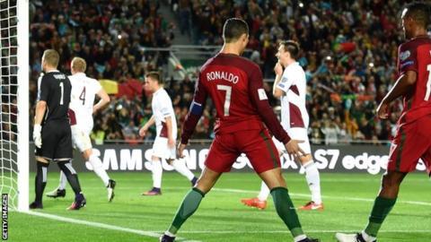 Latvia vs Bo Dao Nha (01h45 ngay 1006) Ai can noi Ronaldo hinh anh 2