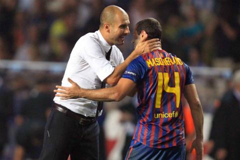 Javier Mascherano: Nguoi doi truong khong can tam bang tren tay3