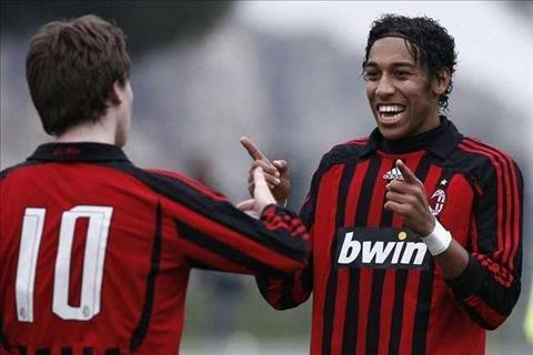 Goc nhin AC Milan nen tim cach tai hop nguoi cu Aubameyang hinh anh