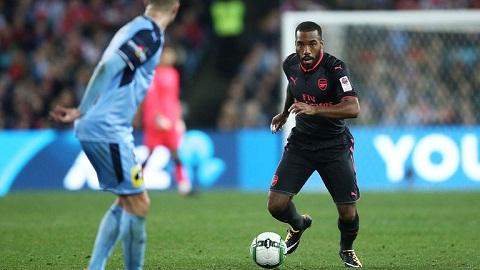 Lacazette ra mat Arsenal An tuong hon mong doi hinh anh