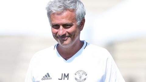 Jose Mourinho muon thu nghiem chien thuat trong chuyen du dau he.