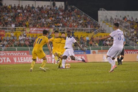 Tong hop TPHCM 2-2 SLNA (Vong 16 V-League 2017) hinh anh