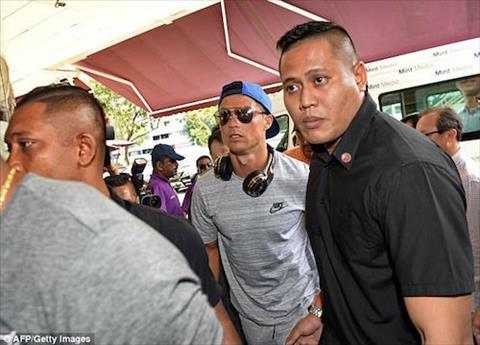 Ronaldo toi tham ai nu nha ty phu Singapore hinh anh