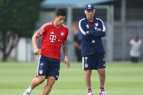 Carlo Ancelotti va James Rodriguez se tai hop trong mau ao Bayern