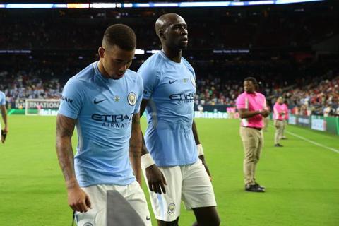 Pep Guardiola can giai quyet nhieu van de trong tran dau giua Man City vs Real Madrid hon sau that bai de dang o tran mo man mua du dau he 2017.