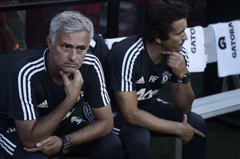 Mourinho thinh cau BLD Man Utd ve tan binh thu tu hinh anh