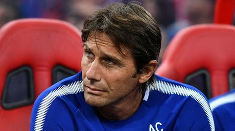 HLV Antonio Conte muon kiem soat phong thay do Chelsea.
