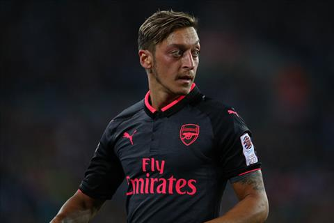 Mesut Ozil quyet tam vo dich Emirates Cup cung Arsenal hinh anh