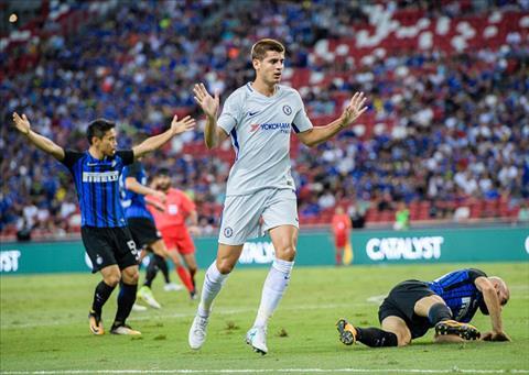 Tan binh Morata tiep tuc mo nhat trong mau ao Chelsea