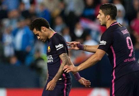 Suarez len tieng khuyen nhu Neymar o lai Barca hinh anh
