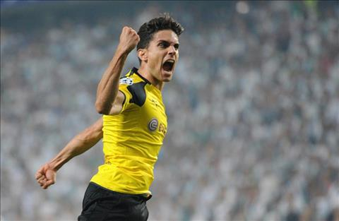 Mourinho gay soc voi trung ve Marc Bartra  hinh anh