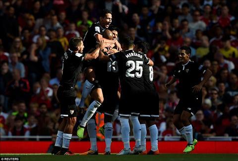 Tong hop Arsenal 1-2 Sevilla (Giao huu) hinh anh