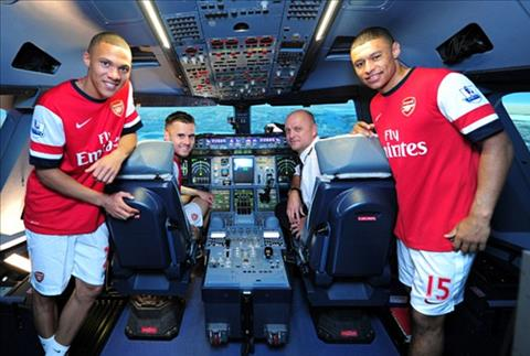 Arsenal sap chia tay Kieran Gibbs va Carl Jenkinson hinh anh