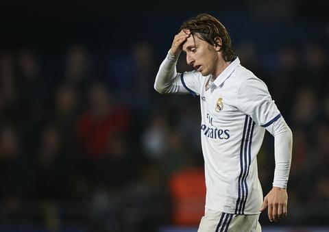 Luka Modric vang mat o tran luot di Sieu cup Tay Ban Nha 2017.