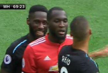 Dam cuoi cot coi thuong Lukaku, hau ve West Ham tra gia dat hinh anh