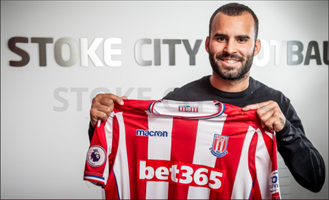 CHINH THUC Tien ve Jese Rodriguez toi Stoke City hinh anh