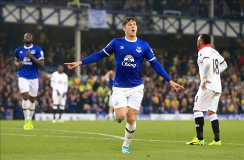 Everton chot gia ban Barkley cho Chelsea hinh anh